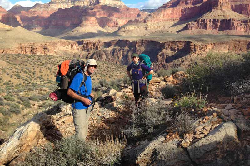 hikers-on-tonto-trail-hermit-loop